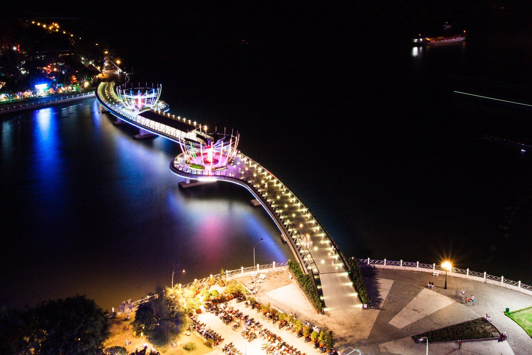 Cầu đi bộ Ninh Kiều Cần Thơ - Cầu đi bộ đầu tiên của Miền Tây