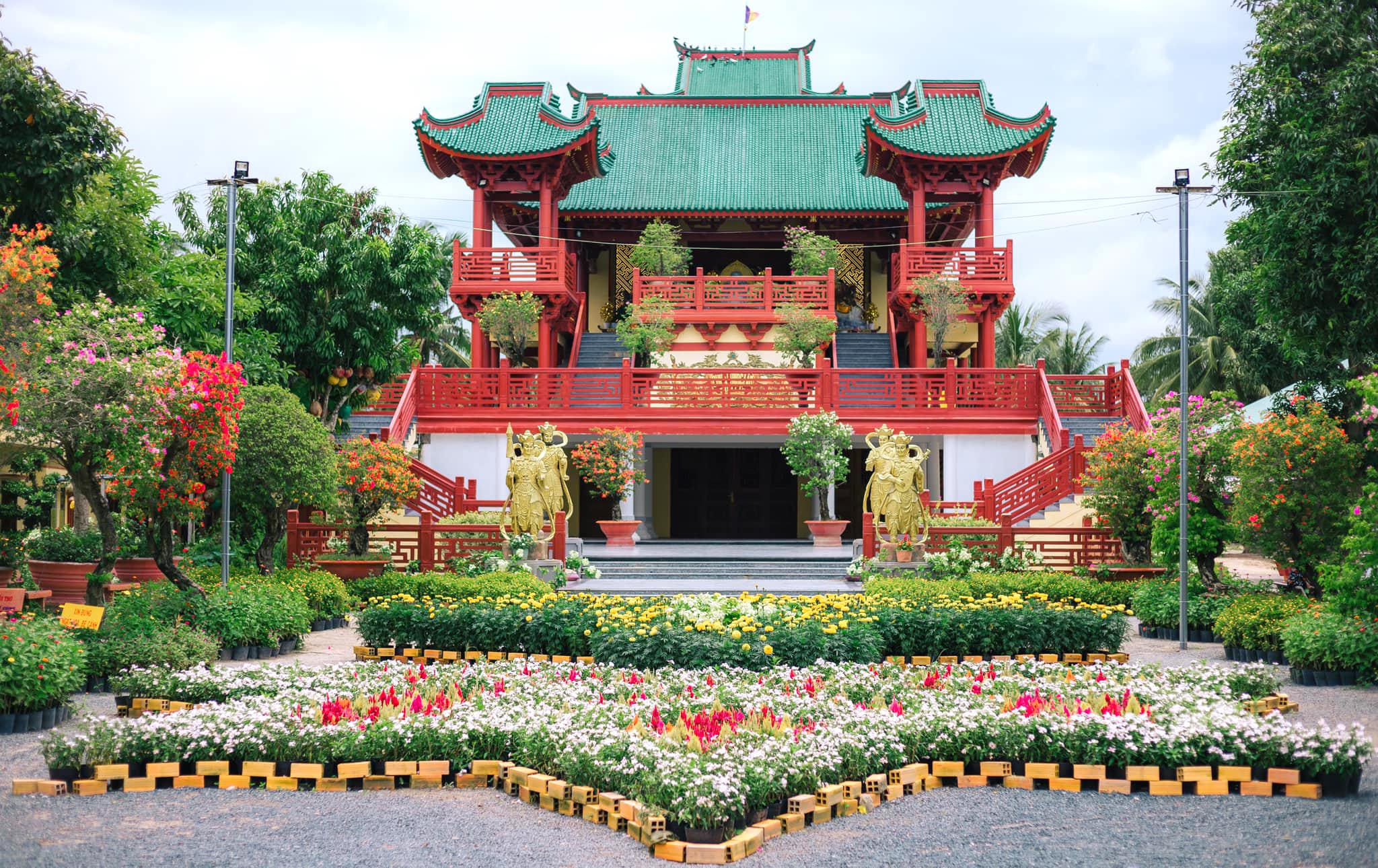 Chùa Lầu - Ngôi chùa có kiến trúc ấn tượng ở An Giang