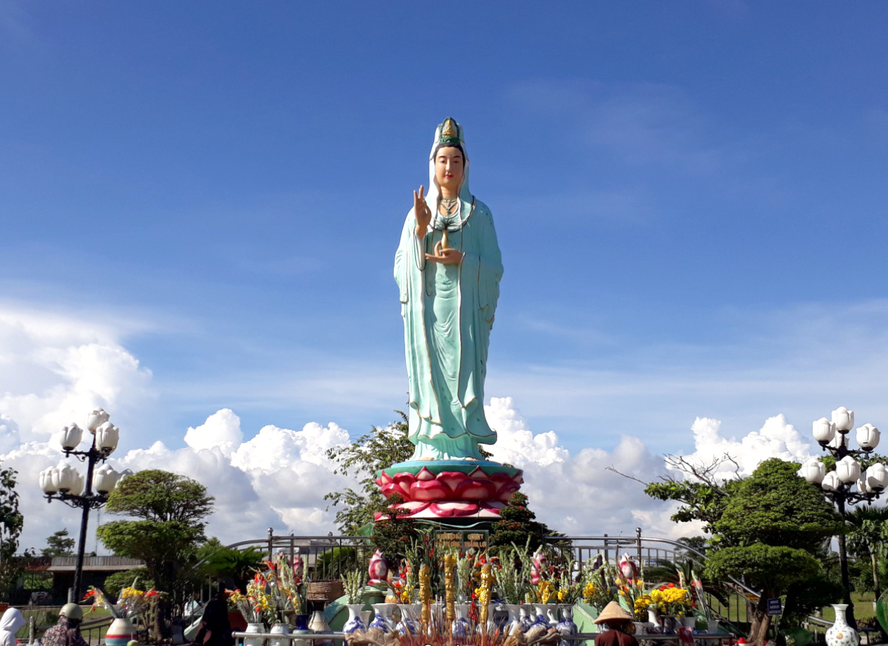Phật Bà Nam Hải - Quan Âm Phật Đài nổi tiếng linh thiêng ở Bạc Liêu